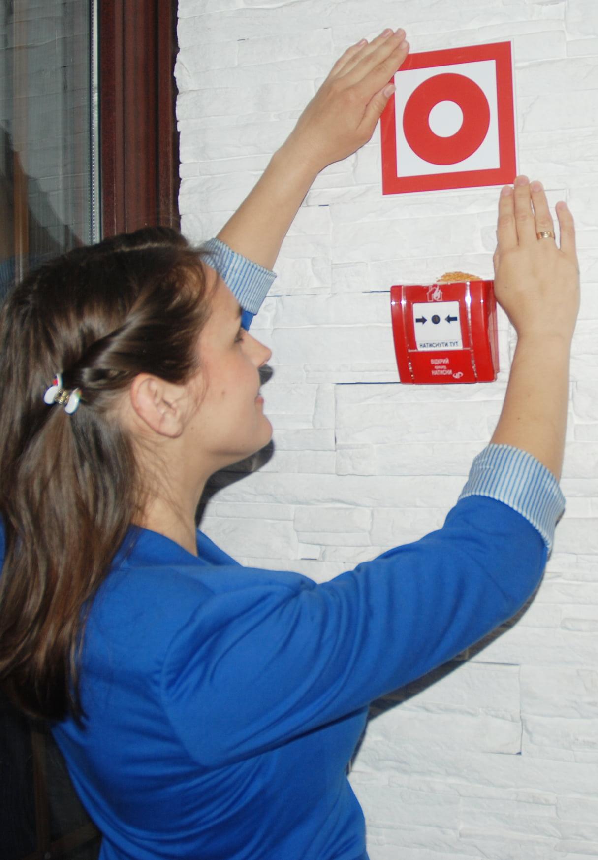 """Розміщення знаку """"Кнопка ввімкнення засобів пожежної автоматики"""""""